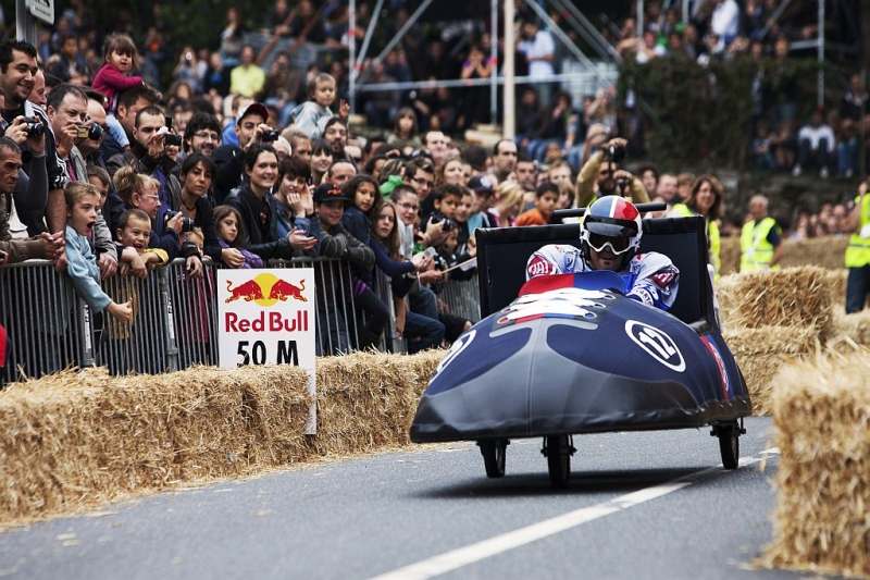 Red Bull Kühlschrank Hotline : Red bull seifenkistenrennen mit experten jury und formel