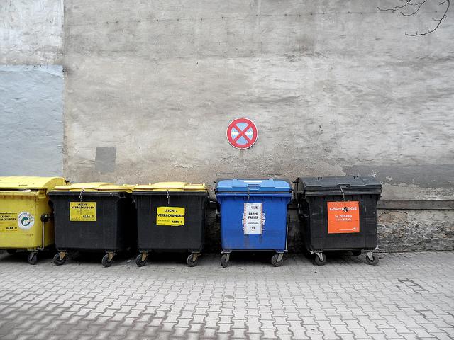 weg damit die f nf gr ten recycling irrt mer deine news und aktuelle nachrichten f r neuss. Black Bedroom Furniture Sets. Home Design Ideas
