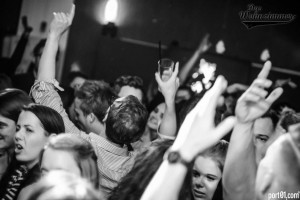 Jubiläums- Wochenende: Part II: Boom! mit JULIAN SMITH !!! @ Das Wohnzimmer